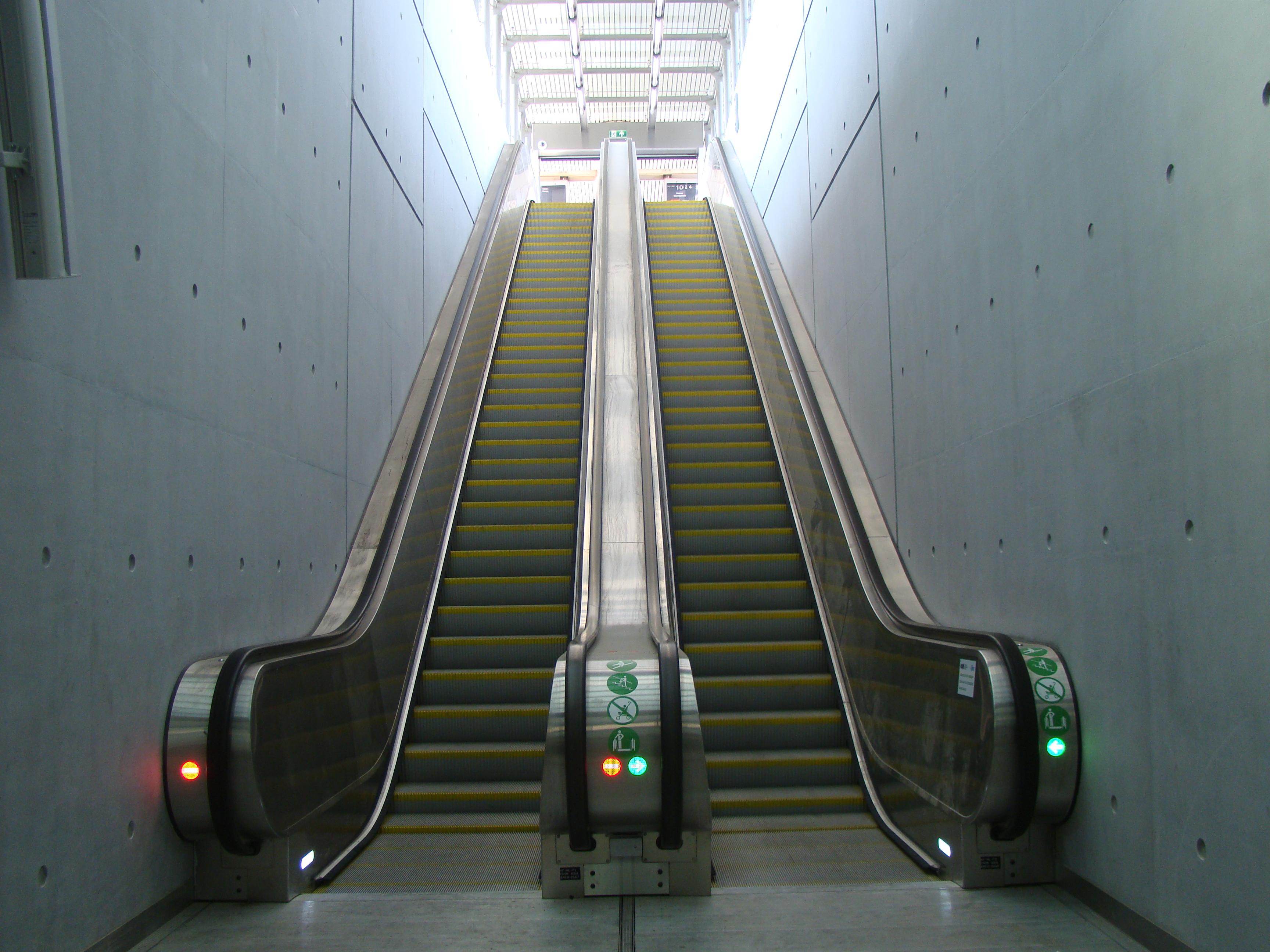 Hagyományos és egyedi liftek, panorámaliftek, felvonó burkolatok, felvonó alkatrészek tervezése és kivitelezése.