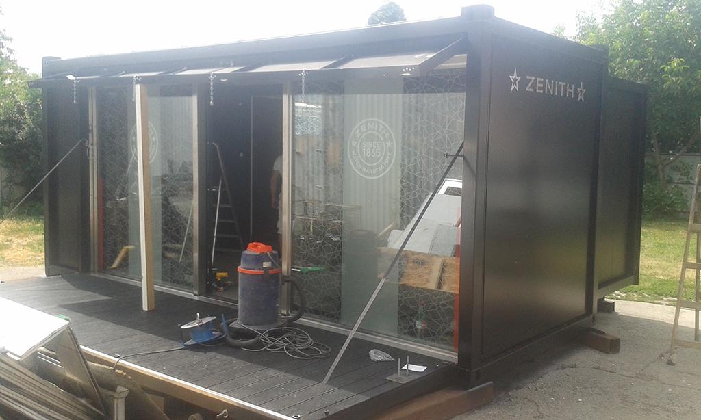 Egyedi tervezés alapján, bemutató konténer gyártás a Zenith órákat forgalmazó cégnek, mely világszerte több helyen is megfordult.